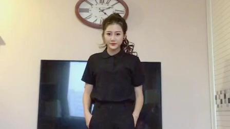 漂亮的女孩子穿一身黑装动感社会摇太帅太迷人了