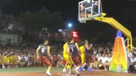 小区篮球赛堪比专业球队, 人手一个板凳坐着看, 场面堪比NBA