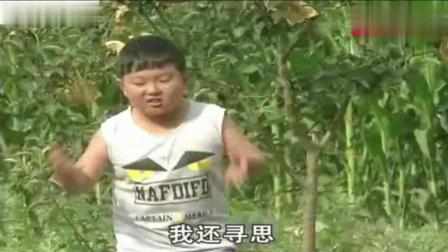 熊孩子偷西瓜被抓, 把种瓜大爷整得不要不要的, 好搞笑!