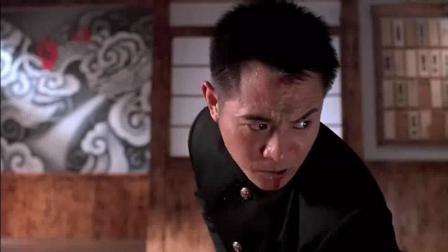 李连杰拿着皮带耍出双节棍的感觉, 打的日本人无力还手!