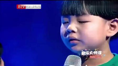 7岁小男孩唱《父亲》太感人了, 全场观众哭成一片!
