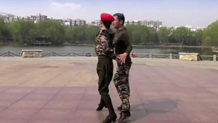 吉特巴水兵舞《热线你和我》帅呆了!