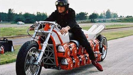 一辆摩托装24个引擎 网友:这速度能追上跑车吗