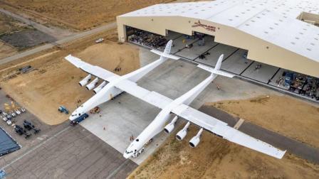 人类最大的双体运输机Stratolaunch太空飞机, 能将火箭运送到近地轨道, 在空中发射卫星