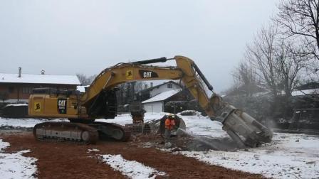 环保要求高, 挖掘机液压钳边工作边洒水