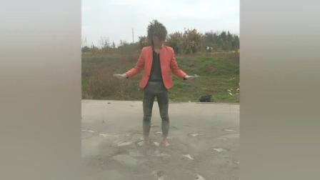 快手小伙挑战葬爱家族凤舞九天, 这次在地上撒了一袋水泥!