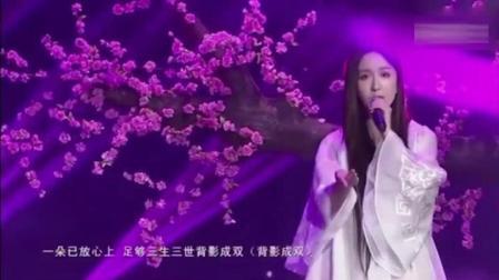 娄艺潇翻唱《凉凉》, 张碧晨估计都会听醉