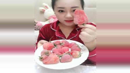 冰冻十多天的草莓, 嘎嘎硬, 这样的草莓你会喜欢吗