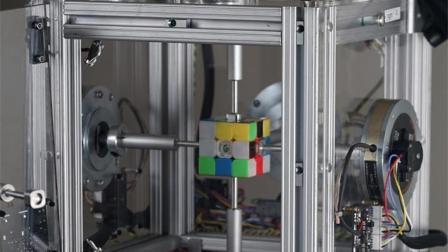 机器人挑战人类, 0.38秒复原魔方, 还没眨眼就拼好了!