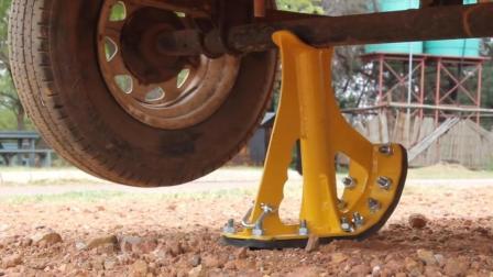 大叔发明能随车携带的汽车腿, 仅10秒就能举起30吨重卡