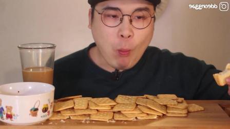 咸饼干和苦咖啡配着吃什么味道? 小哥来告诉你
