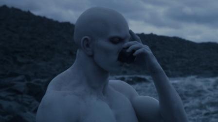 3米高的外星人, 喝了一口神秘液体, 变成了地球生命的祖先