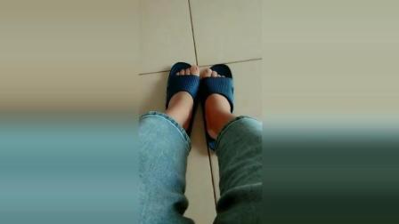 智障男友在网上买的拖鞋, 左右脚根本不对!