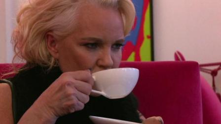 英国贵妇品尝猫屎咖啡, 得知生产方式后, 瞬间懵逼了!