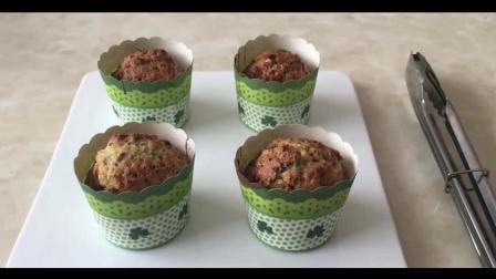 蛋糕烘焙教程学习步骤(52)宠物烘焙教程视频(32)椰子抹茶(班戟)热香饼的制作方法
