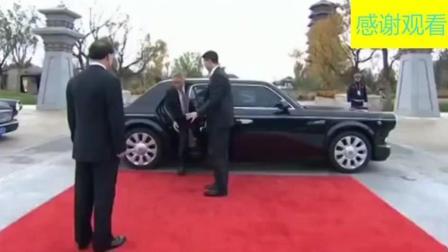 新加坡首脑李显龙下车用中文交谈, 座驾是红旗L5