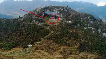 贵州大山有一天生桥, 桥下有房子有旗杆, 是孙悟空变的吗?