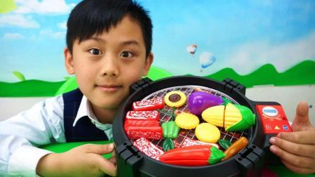 小兵哥哥玩具分享系列—巴克队长吃烧烤玩具故事