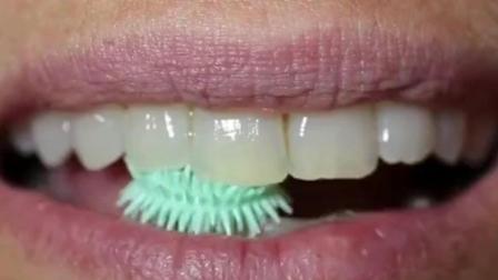 世界上虽小的牙刷, 有276根刷毛, 一嚼牙齿就干净