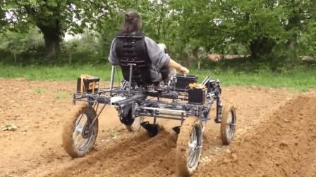 外国牛人发明了一台翻土机, 从没见过的效果, 原理其实不难!