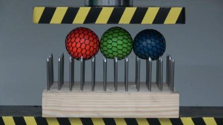 三个抗压球放在液压机下, 抗压球能承受住液压机的威力吗? 一起见识下