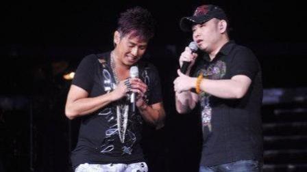刀郎演唱会一首歌引全场八万人集体大合唱, 有几个歌手能做到!