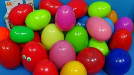 冰激凌奇趣蛋里找到小狗玩具