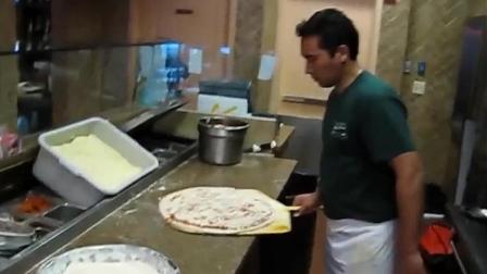 披萨店请来的外国大厨, 看这速度月薪肯定上万