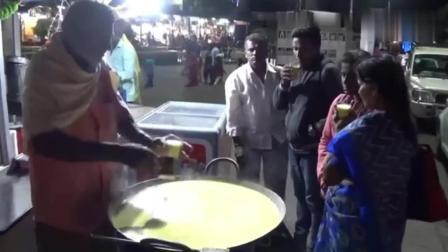 """印度街头的""""杏仁露"""": 大铁锅熬制的干果牛奶! 在当地很受欢迎"""