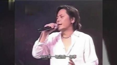 2003年 王杰走进大学, 在学校举行演唱会, 多少学姐学妹为之疯狂