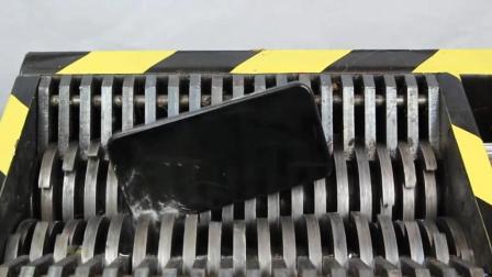 当iPhone X遇到粉碎机会怎样? 隔着屏幕都能感受到, 一起见识下!