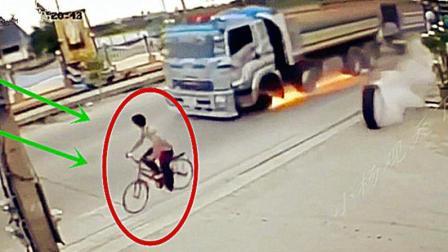 小伙子真淡定, 大卡车轮胎直接飞过来, 竟毫不慌张!