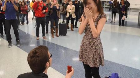美一男子求婚前女友提出分手, 不舍得卖掉戒指, 转手直接白送!