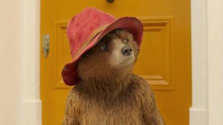 《帕丁顿熊2》萌萌的小熊擦玻璃