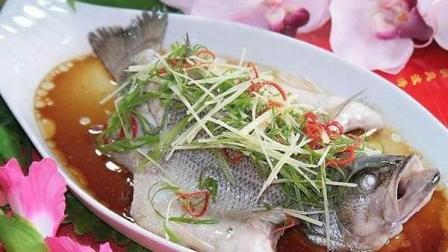 家常做法清蒸鲈鱼 葱香浓郁 鱼肉鲜嫩滑 做法简单 果断收藏