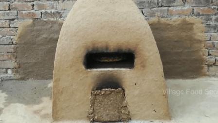 巴基斯坦美食: 巴铁用烂泥自制烤炉, 烤出来的披又香又有口感萨