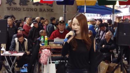 美女街头艺人乐儿翻唱经典歌曲《人生于世》