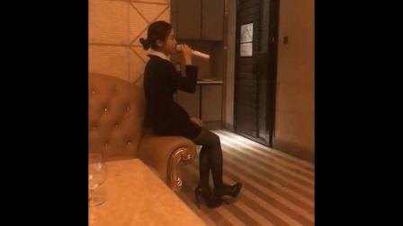 KTV的服务员唱《体面》, 一开口我就醉了, 简直就是被耽误的歌星