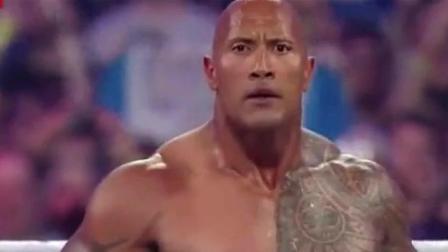 WWE: 巨石强森联手约翰塞纳, 这攻击力裁判都害怕啊