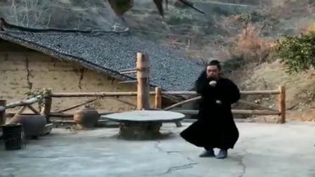 """深山隐居的武当黑衣道士! 苦练""""半步崩拳""""绝技, 真正的一招制敌!"""