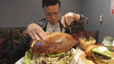 日本大胃王新井熊挑战吃超级巨无霸大汉堡、普通汉堡、薯条