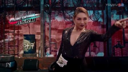 这就是街舞:爵士女王淡淡霸气光脚开跳,近身热舞大撩易烊千玺!