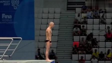 跳水史上一个大奇葩, 动作难度大水花大, 裁判: 你让我们怎么打分?