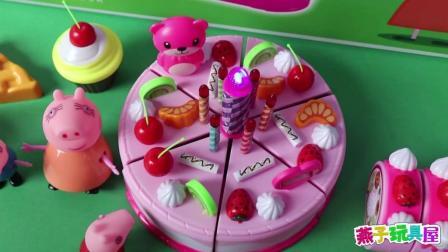 小猪佩奇过生日, 猪妈妈给她准备了漂亮的生日蛋糕, 猜猜还有谁在