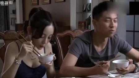 李小璐回娘家吃饭, 光吃肉这吃相把宋丹丹心疼坏了!