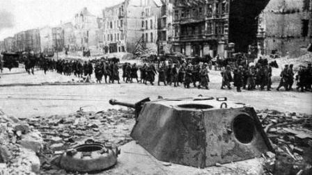 柏林战役苏军累计伤亡35万, 德军凭什么能让他们损失惨重?