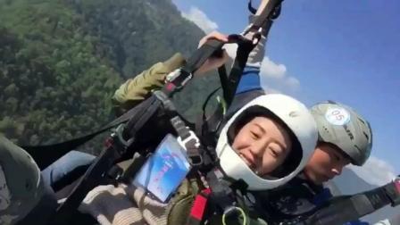 哗! 美女要飞起来了! 这样的景谷吊钟山你敢去体验一下滑翔伞的自由与激情吗? ?