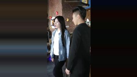 搞笑段子剧: 小伙偶遇前女友和现任男友, 跑上去找事!