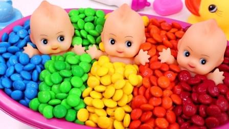 ABC歌曲学习颜色M和MS三个婴儿娃娃洗澡时间和惊喜玩具冰淇淋杯