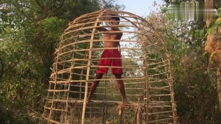 荒野求生: 小哥徒手搭建房屋, 没用1根柱子固定, 却能数十年不塌
